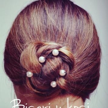 Svečana frizura – biseri u kosi